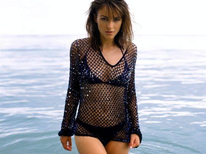 Элизабет Хёрли фото на пляже