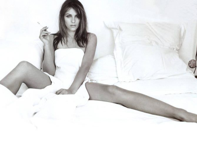 Элизабет Хёрли фото в кровати