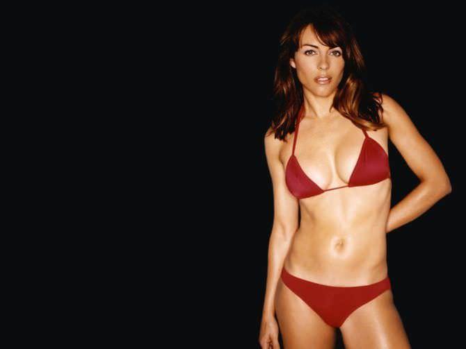 Элизабет Хёрли фото в красном купальнике