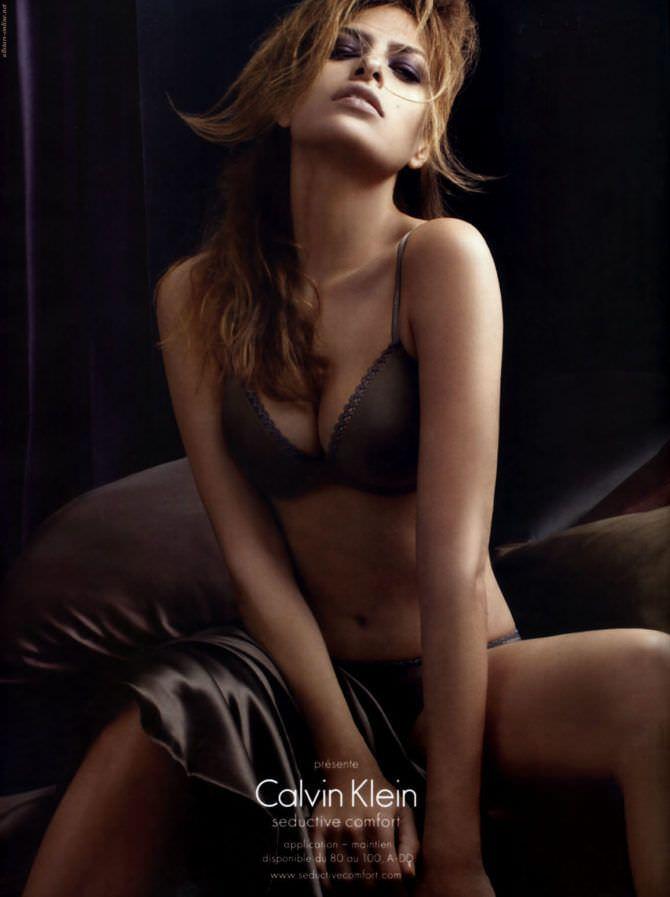 Ева Мендес фото в коричневом белье