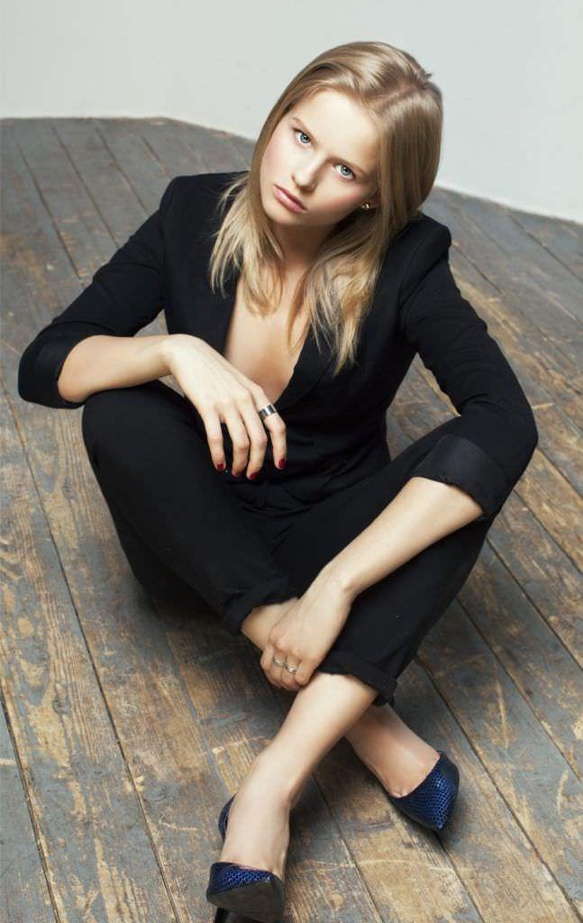 Александра Бортич фото в костюме