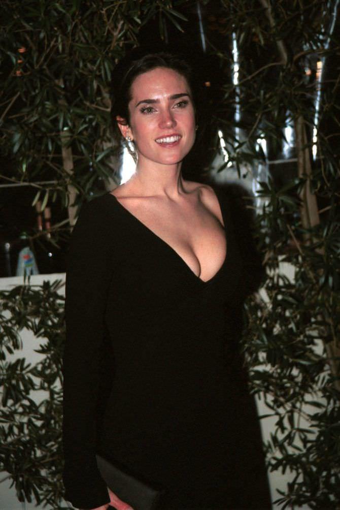 Дженнифер Коннелли фото в платье с декольте