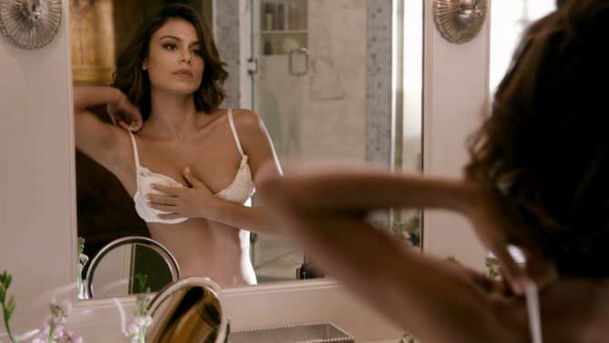 Натали Келли фото у зеркала