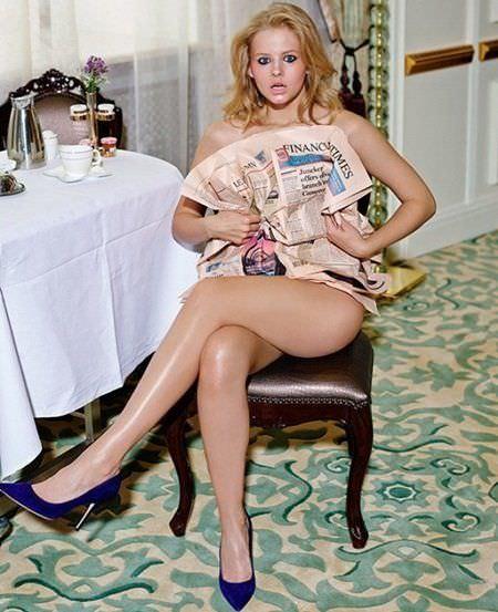Александра Бортич фото с газетой