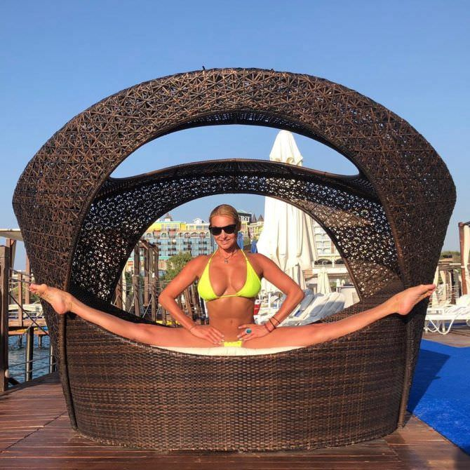 Анастасия Волочкова фото на шпагате с отдыха