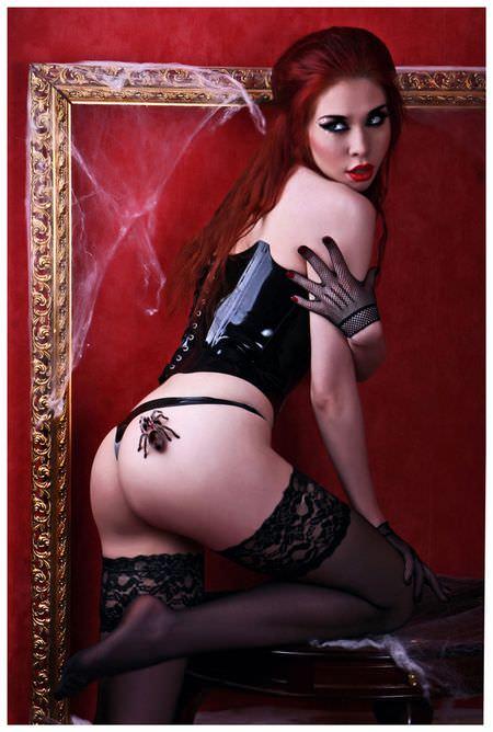 Алина Алексеева фото с пауком