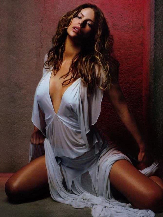 Кейт Бекинсейл фото в лёгком платье