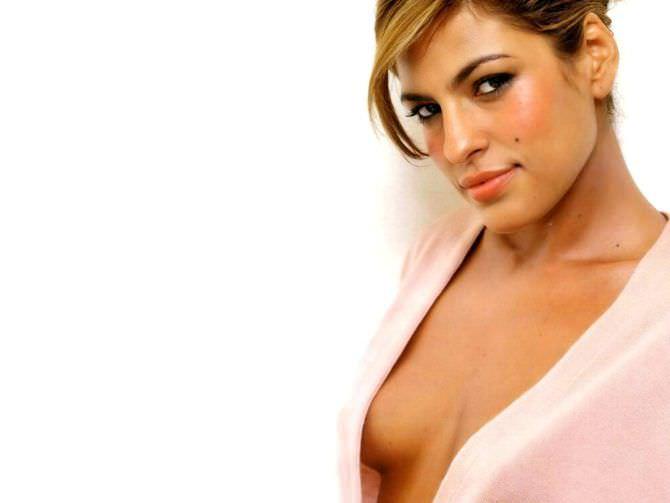 Ева Мендес фото в блузке