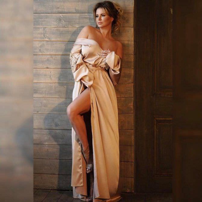 Анна Семенович фото в халате