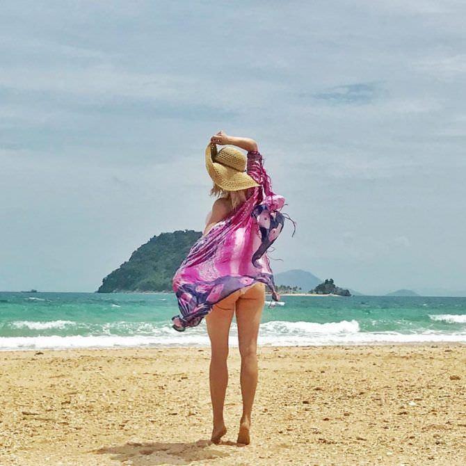 Кэтрин Уинник фото на пляже