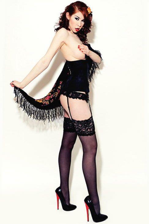 Алина Алексеева фотография с платком