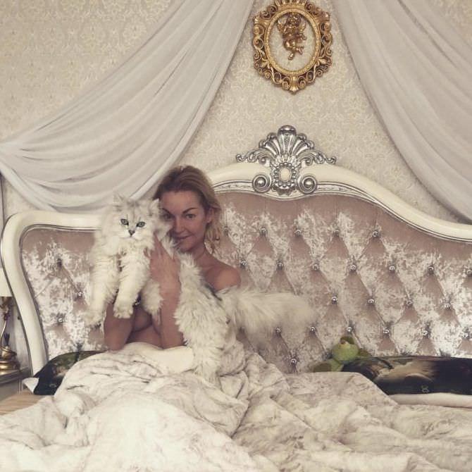 Анастасия Волочкова фото в постели
