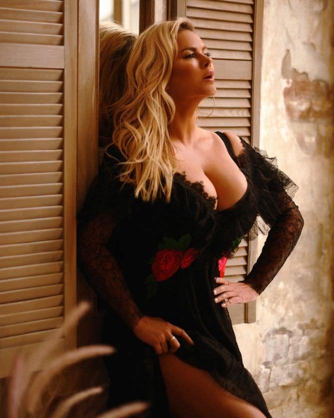 Анна Семенович фото в платье
