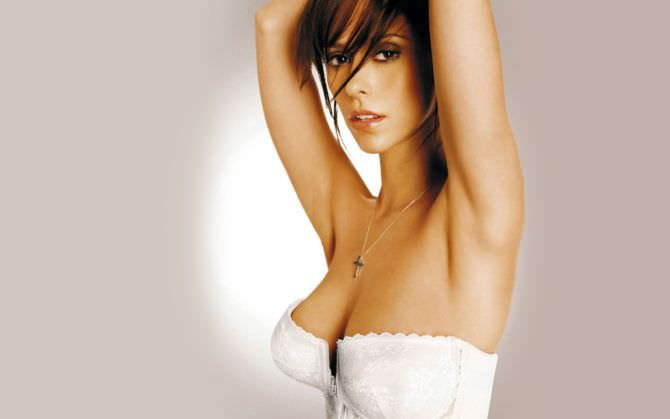 Дженнифер Лав Хьюитт фото в белом корсете
