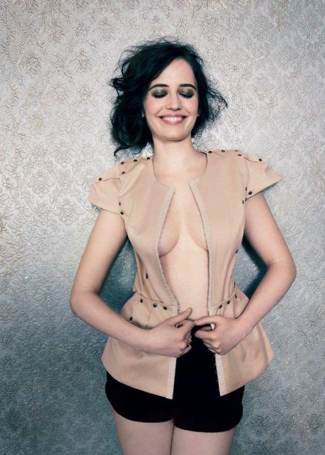 Ева Грин фото в бежевой блузке