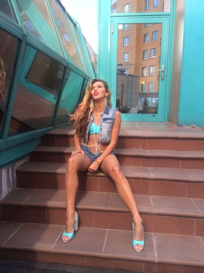 Регина Тодоренко фото в жилетке