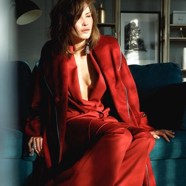 Лукерья Ильяшенко фото в красном костюме