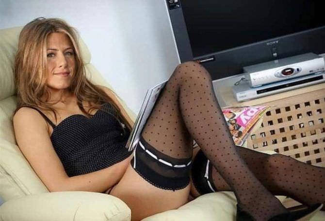 Дженнифер Энистон фото в белье и чулках