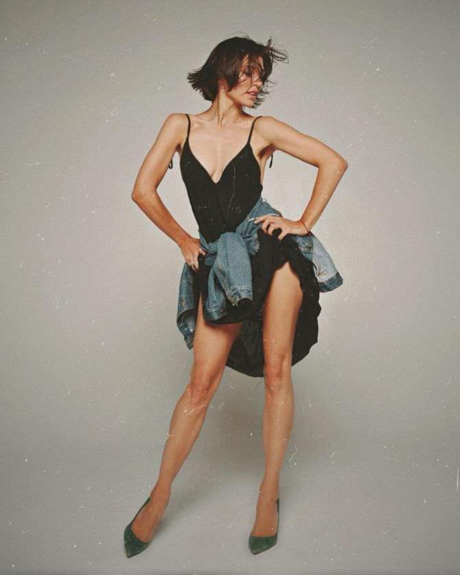 Алина Астровская фото в платье