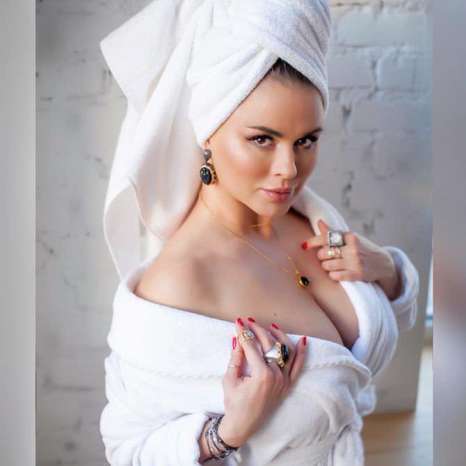 Анна Семенович фото для инстаграм