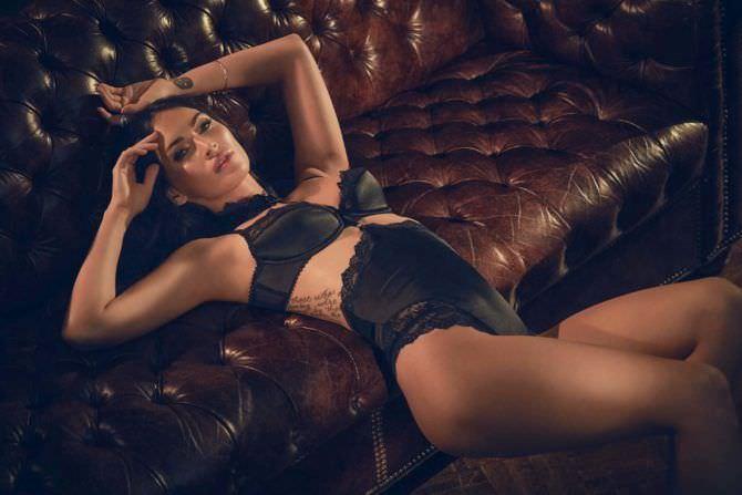 Меган Фокс фото в чёрном белье