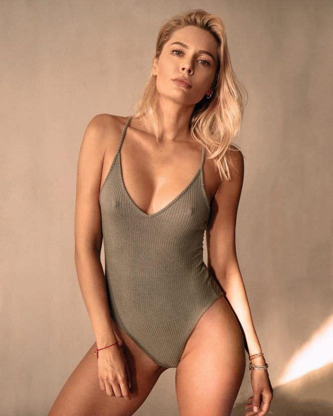 Наталья Рудова фото в закрытом купальнике