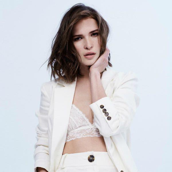 Лукерья Ильяшенко фото в белом костюме