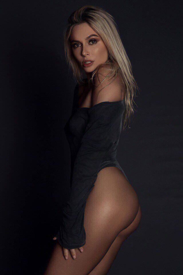 Наталья Рудова фото в чёрной кофте