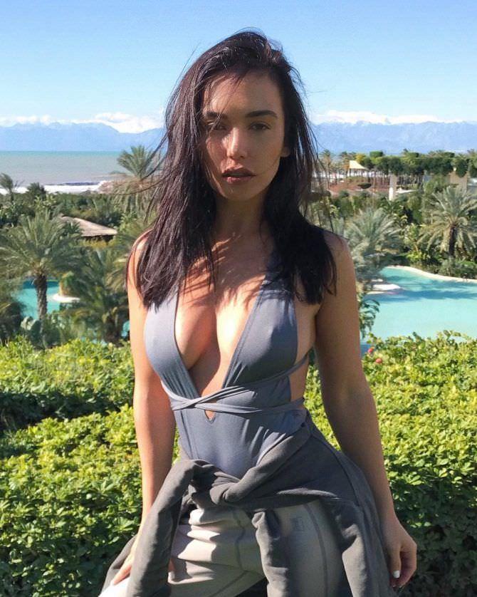 Ольга Серябкина фото в сером купальнике