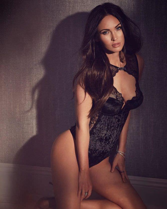 Меган Фокс фотография в чёрном боди