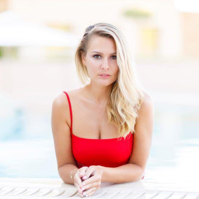 Мария Кожевникова фото в красном купальнике