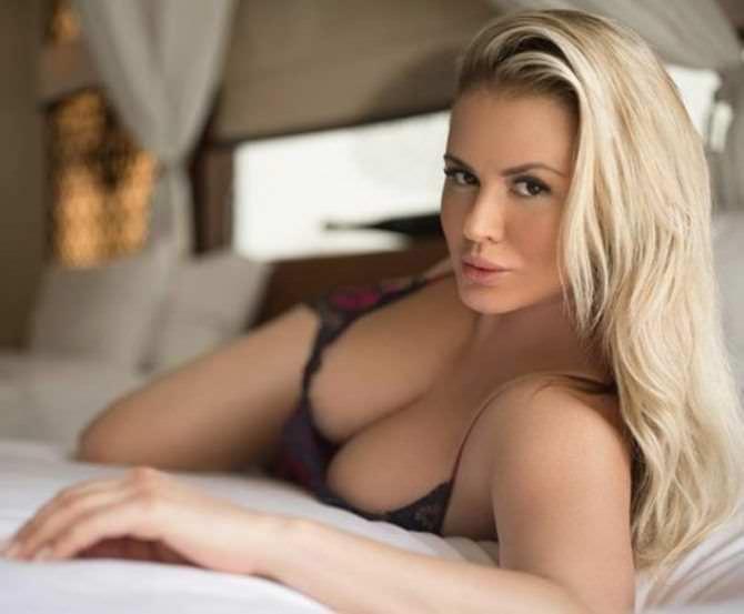 Анна Семенович фото на кровати
