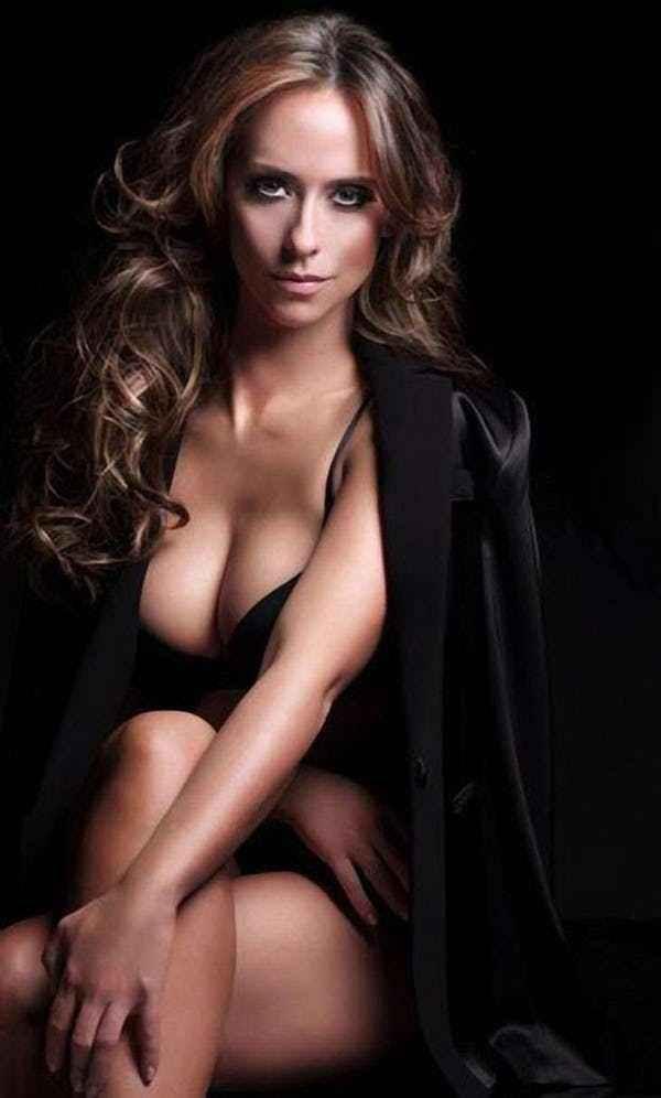 Дженнифер Лав Хьюитт фото в пиджаке