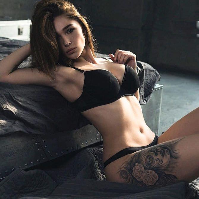 Анастасия Ивлеева фото на полу в белье