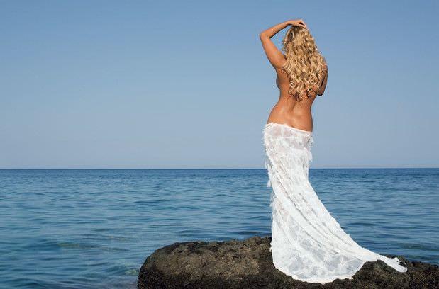 Анна Семенович фото на берегу