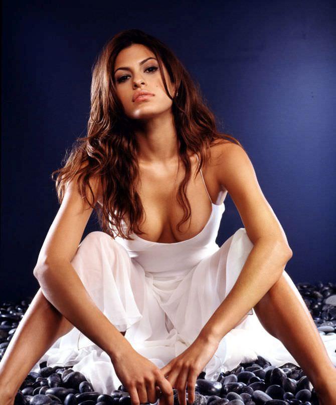 Ева Мендес фотография в платье