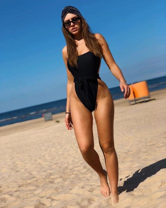 Сабина Емельянова фото на пляже