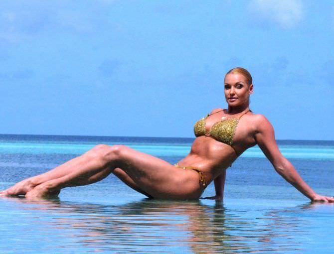Анастасия Волочкова фото в волнах