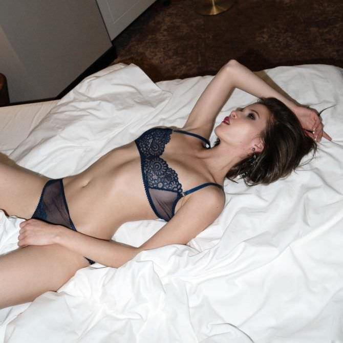Лукерья Ильяшенко фото на постели