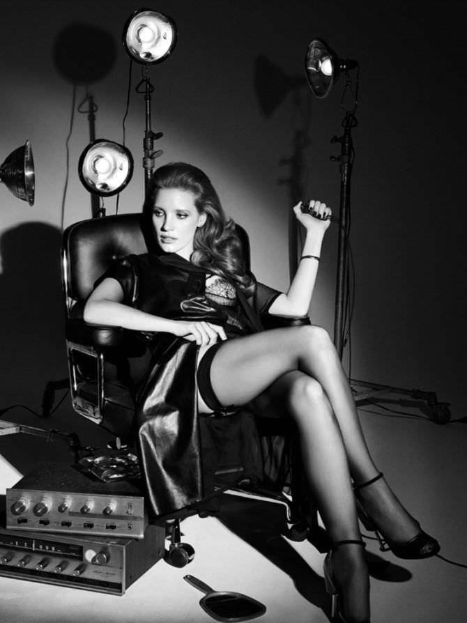 Джессика Честейн фото в чулках