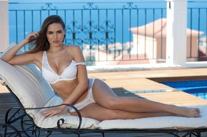 Сабина Емельянова фото в белом купальнике