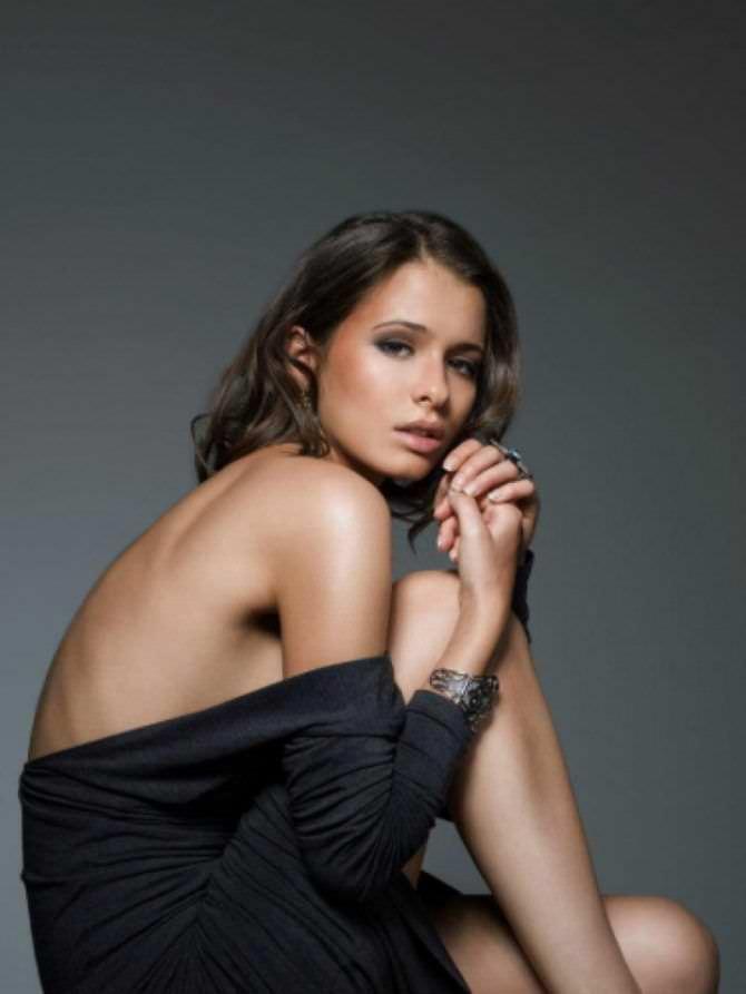 Любовь Аксенова фото в накидке