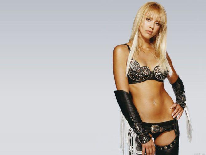 Джессика Альба фото в костюме из фильма