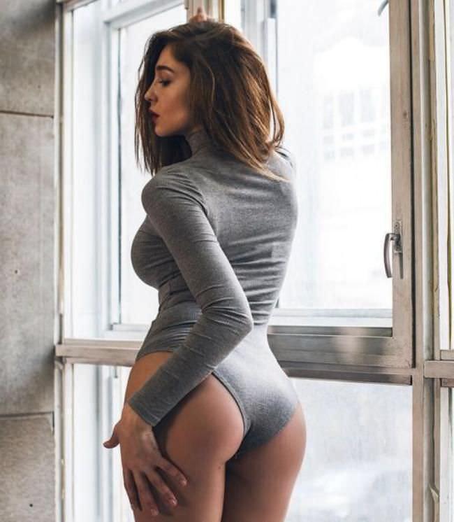 Анастасия Ивлеева фото в сером боди