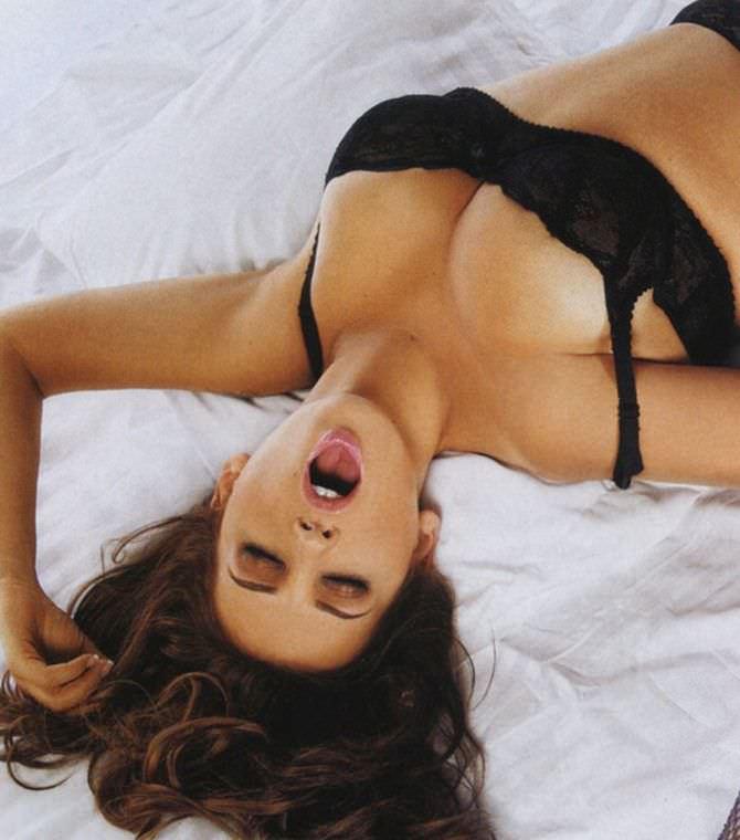 Анфиса Чехова фото в белье на постели