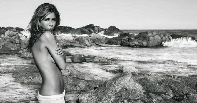 Дженнифер Энистон фото топлесс