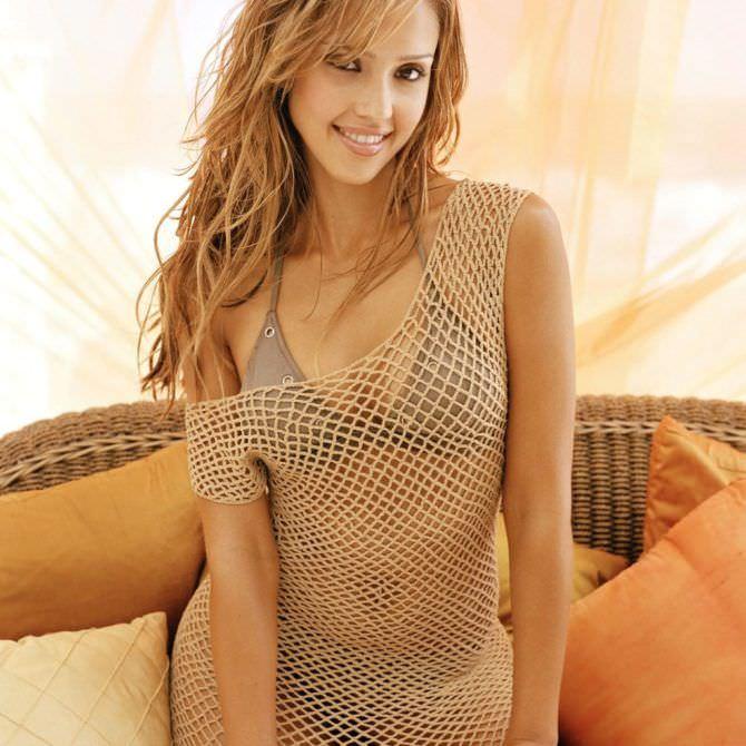 Джессика Альба фото в пляжном платье