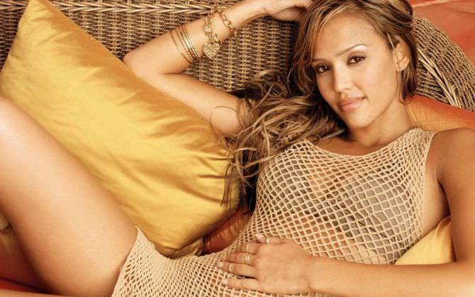 Джессика Альба фото на подушках