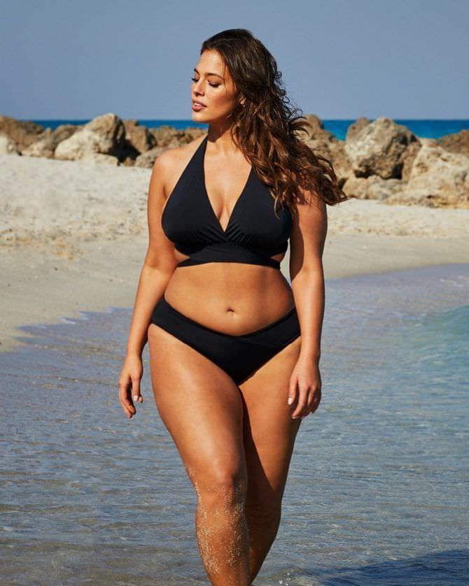 Эшли Грэм фотосессия на пляже