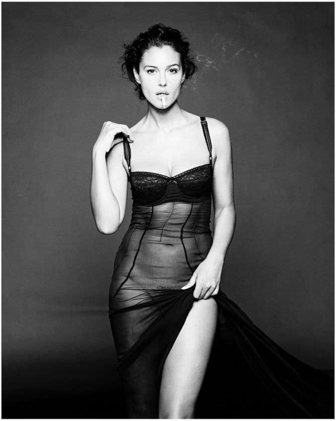 Моника Беллуччи фото в длинной сорочке